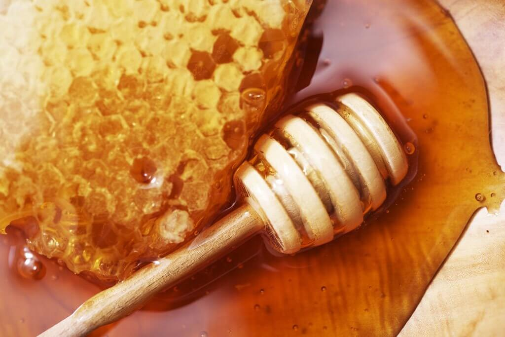 raw-honey-1-1024x683